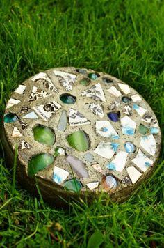 trittsteine mit mosaik zum selbermachen fertiges produkt