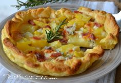 Pie with potatoes, gorgonzola and bacon - Torta salata con patate gorgonzola e pancetta Quiches, Frittata, Healthy Cooking, Cooking Recipes, Salad Cake, Brunch, Empanadas, Appetisers, Antipasto
