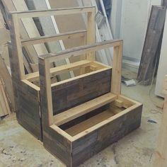 #maalaisromanttinen #istuinpenkki #säilytyskaluste #puusepänliike #puuseppähaukipudas #puuseppäoulu #puuseppä #mittatilauskalusteet #pienkalusteet #kalusteasennus #finewoodworking #kaluste #uusvanha #ruksi #rustic #booth #seating  #banquette #laminaatti #parador #laminatefloor #woodworking #diner #bench #woodwork #carpenter #customwoodwork