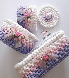 Crochet And Knitting Patterns - Latest ideas information Crochet Box, Crochet Basket Pattern, Knit Basket, Crochet Gifts, Crochet Yarn, Knitting Patterns, Crochet Patterns, Crochet Pumpkin, Crochet Decoration