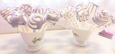 Til Prinsesse Sofia bursdagen for lillejenta hadde jeg satt frem marshmallows på pinne. De er kjempe enkle å lage og barna elsket de.