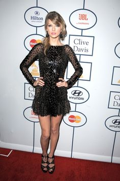 Taylor Swift rockin' the red carpet at the 2014 Pre-Grammy Gala!
