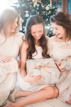 Christmas bridal shower ideas | Anastasiya Belik Photography | http://burnettsboards.com/2013/12/christmas-bridal-shower/