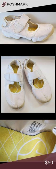NIKE Air Rift White Linen Split Toe Shoe These are in excellent, clean  condition.