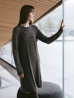 This knitted tunic is part of a capsule wardrobe designed by Sari Nordlund, comprising nine designs perfectly compatible with each other. Intarsia Knitting, Tunic Pattern, Wardrobe Design, Knitting Designs, Knitting Patterns, Knit Fashion, Wool Sweaters, Clothing Patterns, Capsule Wardrobe