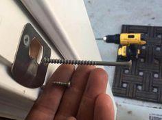 Changer vos gâche de porte par vis 100mm pour plus de sécurité