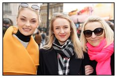 Glammy and Elegant here!London Visitors at Piccadilly Circus.Salute to them for being kind enough to pose for London Women, Ladies Of London, Beautiful London, Beautiful Women, Tourism London, London People, Piccadilly Circus, London Street, Elegant Woman