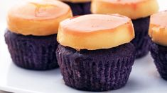 Leche Flan Cupcakes Recipe Creamy leche flan + earthy ube is going to be your new favorite cupcake flavor.Creamy leche flan + earthy ube is going to be your new favorite cupcake flavor. Ube Dessert Recipe, Flan Dessert, Pinoy Dessert, Filipino Desserts, Asian Desserts, Dessert Recipes, Filipino Food, Pan De Ube Recipe, Ube Flan Cake Recipe
