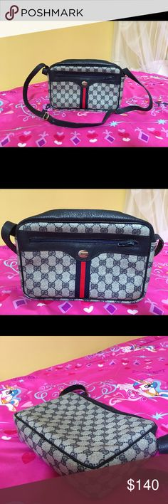 a3e7424141039 Gucci crossbody bag Gucci crossbody bag. It s good condition it was giving  to me as