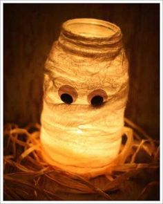 Love it !!!!!!2012-08-30_Allan_DIY-Halloween-Decorations-Halloween-Mason-Jar-Luminaries-Mummy-Luminary