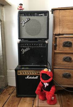 At Griffin Sound Studios we always search for new ideas. My longtime roadie Elmo says this Pete Townshend-inspired amp stack will give me some hot sounds. I should think so, to the left is a working Victorian fireplace.🔥