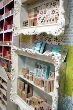 diy ideas Now do not throw your old picture frames. Here is a collection of DIY Recycled Craft Ideas. How to make reuse of old picture frames has made so easy now. Frame Shelf, Frame Display, Display Ideas, Craft Displays, Shelf Display, Retail Displays, Merchandising Displays, Store Displays, Window Displays