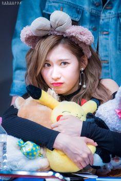 Ahhhh Sana why u gotta be so cute Kpop Girl Groups, Korean Girl Groups, Kpop Girls, Nayeon, Shy Shy Shy, Sana Cute, Sana Momo, Sana Minatozaki, Twice Once