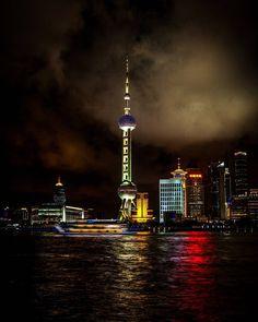 人生最好的旅行,就是你在一个陌生的地方,发现一种久违的感动。 • 🇨🇳 People's Republic of China ‖ 中华人民共和国 » Shànghǎi Municipality ‖ 上海市 » The Bund ‖ 外滩 ° #china #中国  #shanghai #上海 #thebund #外滩