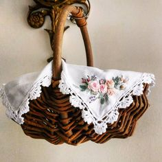 #broderie#ricamo#embroidery#bordado#handembroidery#needlework #hearts #love #rose#刺繡#手仕事のある暮らし#embroidery #花 #Embroidery#stitch#needlework #프랑스자수#일산프랑스자수#자수#자수브로치#자수타그램#자수소품 #자수브로 Hardanger Embroidery, Learn Embroidery, Rose Embroidery, Embroidery Needles, Embroidery Thread, Embroidery Patterns, Brazilian Embroidery, Japanese Embroidery, Dollhouse Accessories