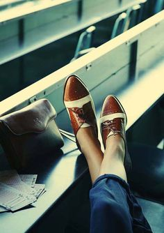 oxfords are a geek chic style staple.I LOVE oxfords :) Geek Chic Fashion, Girl Fashion, Fashion Trends, Queer Fashion, Urban Fashion, Fashion News, Fashion Models, Style Fashion, Crazy Shoes