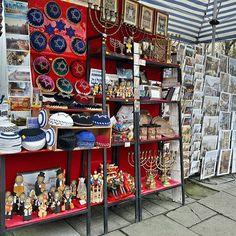 Kazimierz, Krakow  Kocham spacerowac po Kazimierzu. Zawsze znajde cos inspirujacego, magicznego. spacery po Kazimierzu, ach i och!  #jewish #jewishculture #kazimierz #poland #polskajestpiekna #travel #street #city #typkrakow #instagood #market #souvenir #colorful #trip #podroze #mobilnytydzien