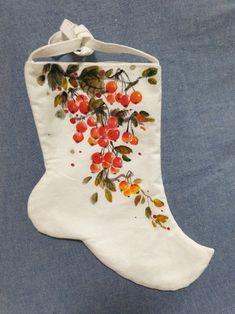대전천아트수강/꽃그리기/ 백량 /동백꽃/ 버선장식/ 버선그림 대전가오풀잎문화센터 042-272-5579 010-2242-4057 : 네이버 블로그 Hand Painted Fabric, Painted Clothes, Fabric Painting, Christmas Stockings, Napkins, Holiday Decor, Home Decor, South Korea, Trendy Tree