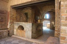 Ostia antica, passeggiare nella storia a due passi da Roma - Travel Blogger Italiane Statue, Home Decor, Museum, Rome, Decoration Home, Room Decor, Sculptures, Sculpture, Interior Decorating