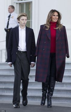 Barron Trump stepped out alongside his mother, first lady Melania Trump, at the White House Monday afternoon as she greeted the official White House Christmas tree. Donald And Melania Trump, First Lady Melania Trump, Donald Trump, Trump Melania, Milania Trump Style, Melina Trump, First Lady Of America, Plaid Coat, Thing 1
