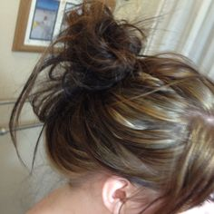 DAY TWENTY-ONE: High messy bun for the working day. Not to creative but very cute and fast.
