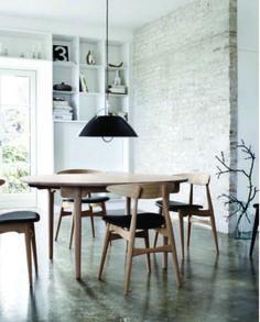 Comedor diario, silla Levanto de madera con tapizado de ecocuero. Encontrála en nuestro local !