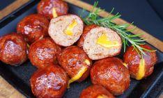 Cheddar+Cheese+Balls+–+Hackfleischbällchen+mit+Käse-Füllung Bbq, Cheese Ball, Grills, Pretzel Bites, Cheddar Cheese, Baked Potato, Sausage, Potatoes, Bread