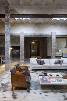 Not a typical Spanish interior design here in this Barcelona loft. Today's TrendHome is an old printing factory turned into industrial American style loft. The Sq ft, two story space was… Loft Estilo Industrial, Industrial Living, Industrial Interiors, Industrial Style, Design Industrial, Industrial Stairs, Industrial Bedroom, Vintage Industrial, Industrial Wallpaper