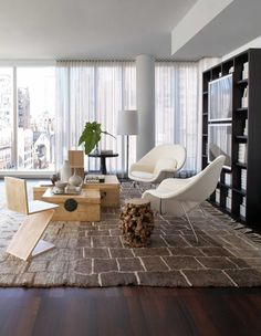 Saarinen Womb Chairs fit for a stunning living room: Neal Beckstedt Dresses a Stylish Apartment in Knoll