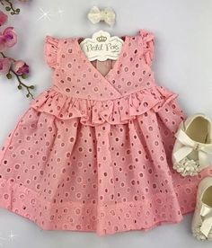 Baby Girl Dress Design, Girls Frock Design, Kids Frocks Design, Baby Frocks Designs, Baby Girl Dress Patterns, Baby Clothes Patterns, Design Girl, Baby Girl Frocks, Frocks For Girls