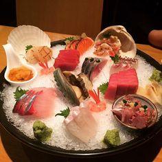 제일 어린 동생이 사준 늦었지만 #취직턱 #사시미 #갓포아키 #아키 #akii #japanesefood #sashimi #uni #tuna #foodie #foodporn #foodstagram #instafood #instasashimi #seoul by mjccomo