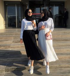 Admirations of hijab Modern Hijab Fashion, Street Hijab Fashion, Muslim Fashion, Modest Fashion, Skirt Fashion, Fashion Outfits, Hijab Casual, Hijab Chic, Modest Dresses