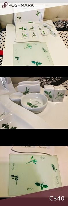 """Tray set Herb Set Of 6 , Cutting Board ECT,, This 6 piece set is so nice 1...Serving Tray 15"""" by 12"""" 2..large dip tray 13 x13,,,3...cutting board length 17"""" x 12"""" wide. 4...Salt & Pepper 5..Large dipping bowl 6..napkins holder Kitchen Dip Tray, Cutting Board, Napkins, Salt, Boards, Herbs, Stuffed Peppers, Nice, Kitchen"""