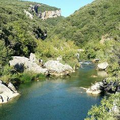 La Foz de Arbayún desde el río... Una imagen poco común (Foto malketa en #Instagram) #Navarra Saber más... -> http://www.turismo.navarra.es/ita/organice-viaje/recurso/Patrimonio/3860/ArbaiunLumbier.htm
