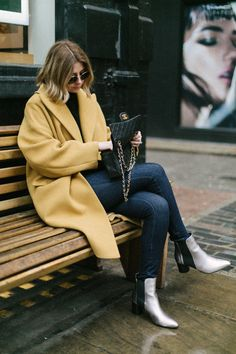 15 ideas for boots outfit ankle coats Metallic Ankle Boots, Silver Boots, Winter Coat Outfits, Warm Outfits, Winter Coats, Business Outfits Women, Business Women, Yellow Coat, Ladies Dress Design