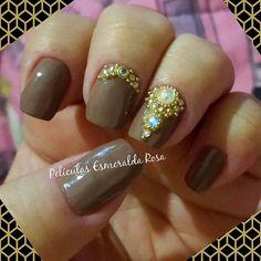 Eu também mereço, né? 😍 Minhas unhas, feitas por mim mesma, relevem rsrs..., com as Películas Esmeralda Rosa linha JÓIAS EM PEDRARIAS DE LUXO! Amei! 😍 😘 ❤   📲 CHAME no Whatsapp 21994931970 👍CURTA nossa página www.facebook.com/EsmeraldaRosa.x ❤ SIGA no Instagram @Alessandra_Persi  #EsmeraldaRosa #nailart #unhas #unhasdecoradas #Películas #peliculasdeunhas.
