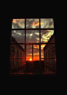 Wallpaper Backgrounds - Photo - Wildas Wallpaper World Sky Aesthetic, Aesthetic Photo, Aesthetic Pictures, Pretty Sky, Window View, Night Window, Through The Window, Wallpaper Backgrounds, Photo Backgrounds