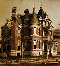 Wormer House, in Detroit. Like most beautiful buildings in Detroit this one was lost years ago Abandoned Buildings, Abandoned Castles, Old Buildings, Abandoned Places, Old Mansions, Abandoned Mansions, Scary Places, Haunted Places, Beautiful Buildings