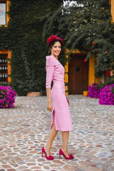 Look invitada boda kate middleton vestido rosa diadema comunion bautizo Kate Middleton, Chic, Wedding Styles, My Style, Heels, Pink, How To Wear, Vintage, Dresses