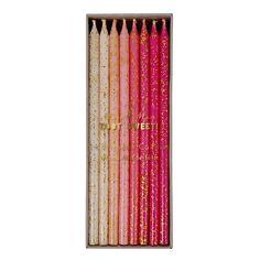 Pakke med 24 lange kagelys med glimmer på. Hvert lys måler ca. 15 cm.