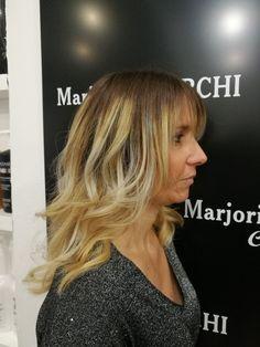 Whaoouu😍, raviver son côté glamour avec mèches et coiffage. www.marjoriecherchicoiffure.com