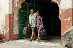 Richard Jenkins stars as Richard from Texas and Julia Roberts stars as Elizabeth Gilbert in Columbia Pictures' Eat, Pray, Love - Movie still no 37 Elizabeth Gilbert, Come Reza Ama, Robert Ri'chard, Faux Painting Techniques, Richard Jenkins, Star Wars, Columbia Pictures, Julia Roberts, Romantic Movies