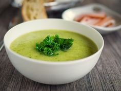 Hands up who hankers after warm, hearty meals in the autumn months? The good news is that with bowls of steaming soup, it's possible to get on boar Liquid Lunch, Green Soup, Potato Leek Soup, Warm Salad, Eating Light, Juice Fast, Super Greens, Hot Soup, Bowl Of Soup