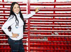 Muebles tornilleros, ideales para organizar, almacenar, clasificar y exhibir tus productos y mercancías. Nuestros productos: ·Optimizan espacios. ·Facilitan el control y la realización inventarios. ·Mejoran el ambiente operacional y la imagen de tu empresa. ·Facilitan la exhibición de productos. ·Te ahorran dinero. Te brindamos asesoría personalizada, Te esperamos! Tel: 4145213 en Bogotá.