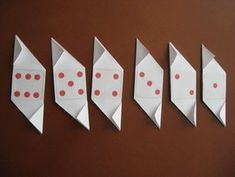 Dados de Origami Imprimibles Origami, Free Paper, Free Printable, Triangle, Play, Creativity, Home Made, Board Games, Paper Crafts