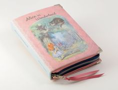 Pink Alice in Wonderland book clutch por psBesitos en Etsy