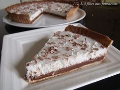 Chocolate tart and coconut mousse - 4 girls in the kitchen - CHOCOLATE PIE / COCONUT (Paste: 120 g of soft butter, 80 g of icing sugar, 1 vanilla pod, 25 g of a - Köstliche Desserts, Delicious Desserts, Yummy Food, Sweet Recipes, Cake Recipes, Dessert Recipes, Mousse Coco, Chocolate Pies, Sweet Tarts