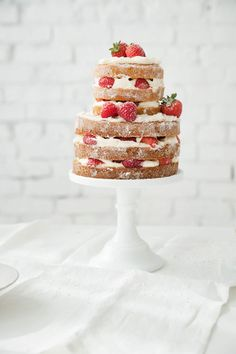 The rustic, stripped-down style of a naked cake makes it a perfect summer dessert. Easy Cake Recipes, Sweet Recipes, Dessert Recipes, Dessert Ideas, Food Cakes, Cupcakes, Cupcake Cakes, Pretty Cakes, Beautiful Cakes