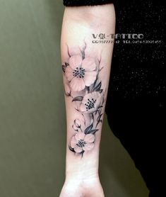 Amazing Flower Tattoos Designs and Ideas for Men and Women – Fake Tattoos & Temporary Tattoos Fake Tattoos, Trendy Tattoos, New Tattoos, Body Art Tattoos, Sleeve Tattoos, Tattoos For Guys, Cool Tattoos, Forearm Tattoos For Women, Tatoos
