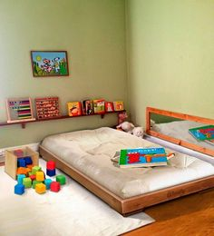 16 Exceptional Montessori Room Ideas For The Boys - mybabydoo Baby Bedroom, Baby Boy Rooms, Girls Bedroom, Room Baby, Montessori Toddler Rooms, Montessori Bedroom, Maria Montessori, Toddler Floor Bed, Floor Beds For Toddlers